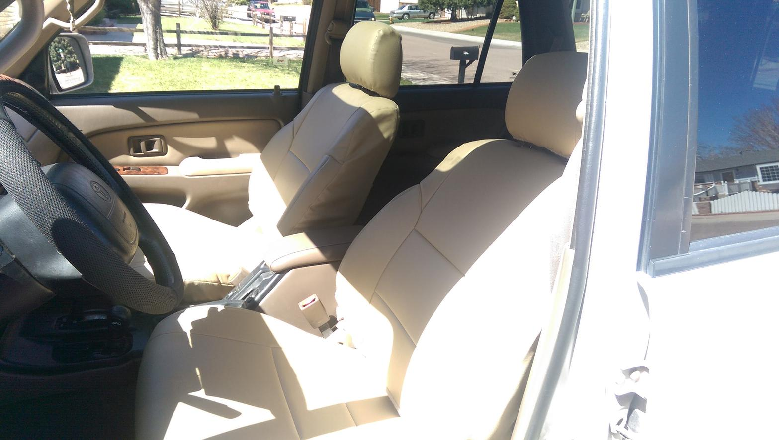 Iggee Custom Front Synthetic Leather Seat Covers Installed