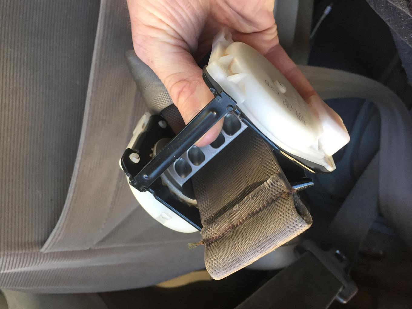 How to repair seat belt retractor