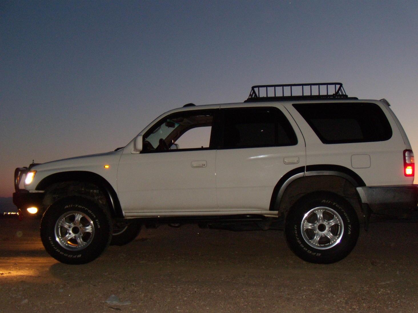 Hella side markers LED-passenger side done-0622104runner-led-rocklights-nite-shots-028-jpg