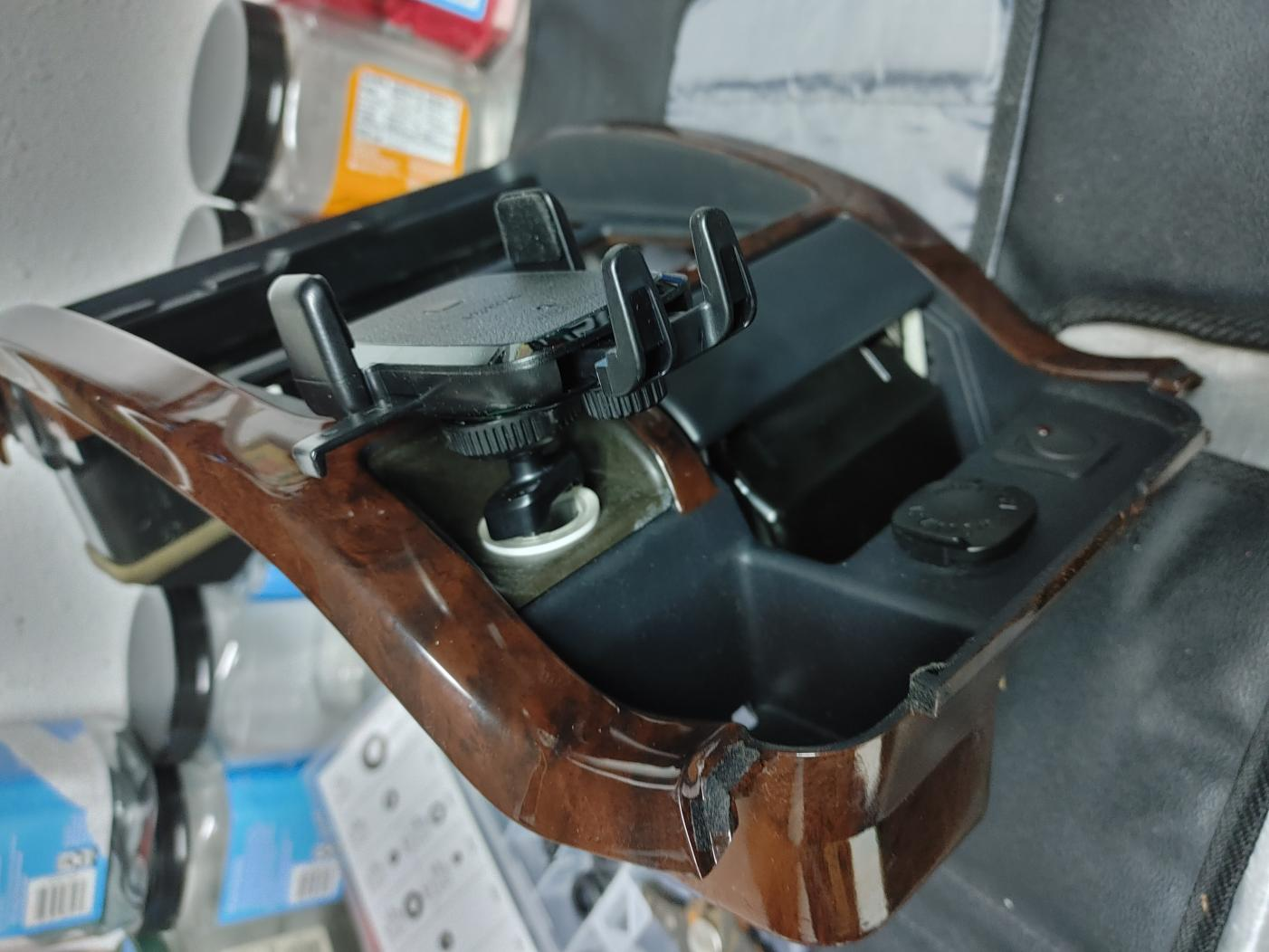 Shadow247s 2nd Build (01 Millenium Silver/ThunderCloud Limited 4x4)-phone-mount-2-jpg