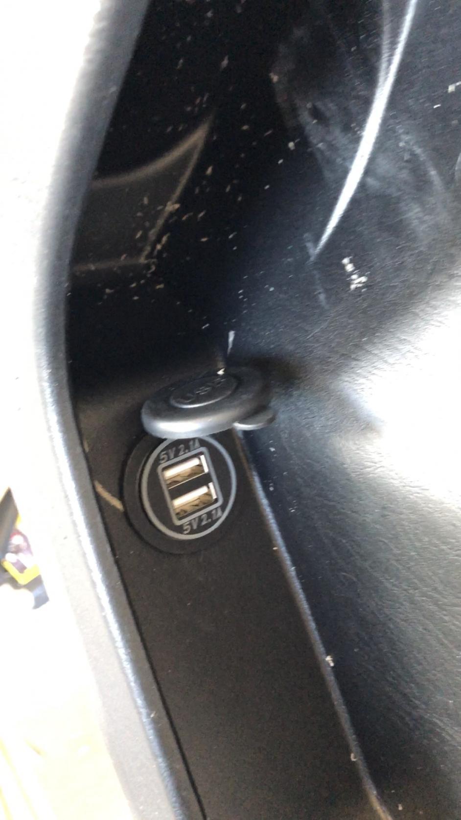 Custom rear seat usb chargers mod!-img_0507-jpg
