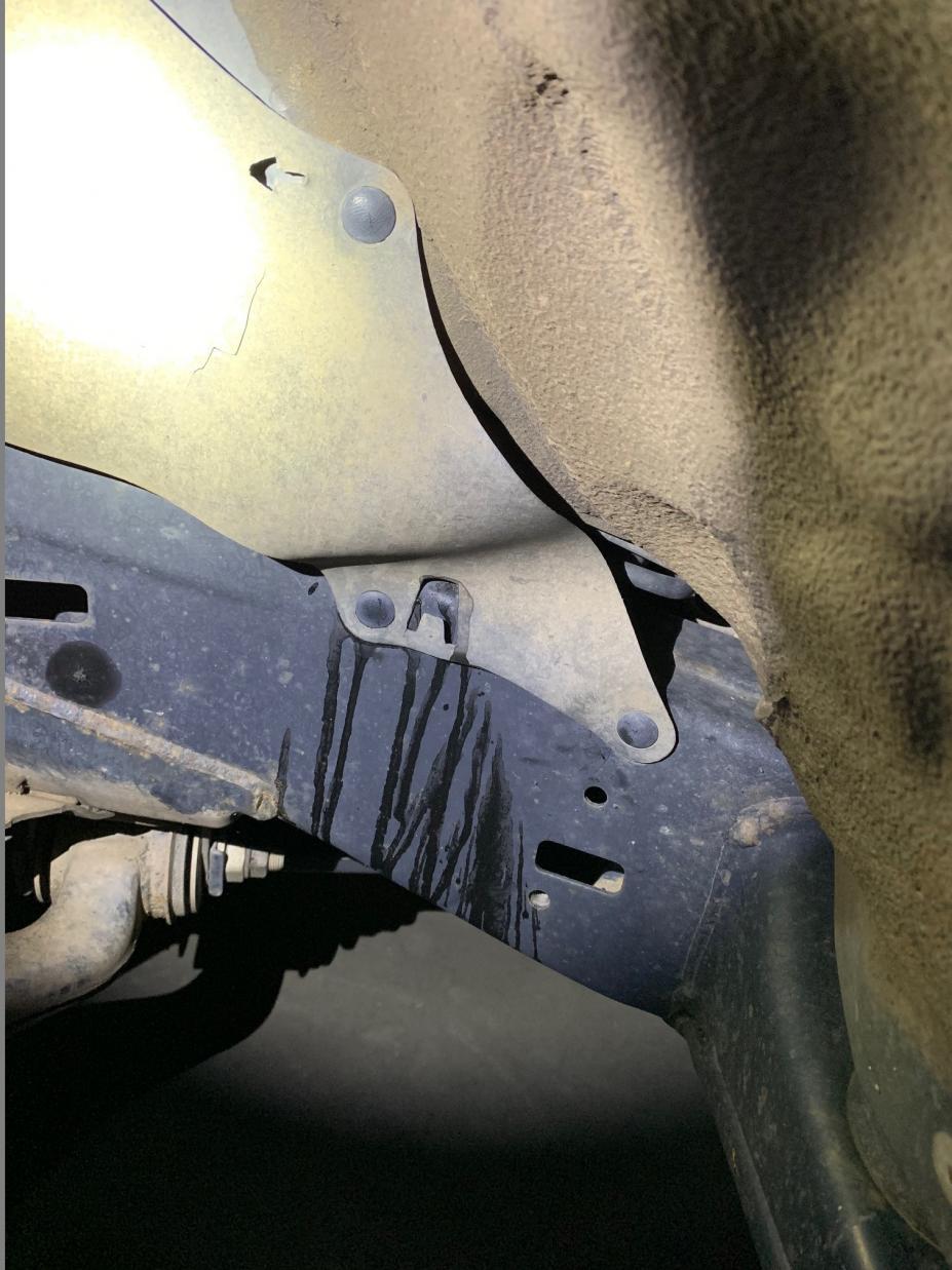 Help ID a leak - driver's side hard lines-img_7370-jpg