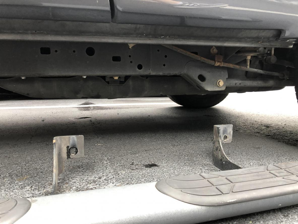2003 OEM Step bars on a 2006 mounting holes?-stepbar1-jpg