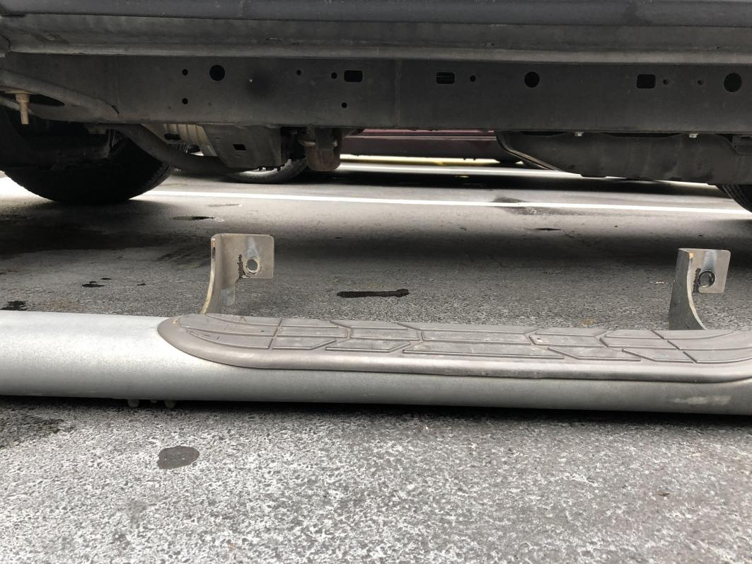 2003 OEM Step bars on a 2006 mounting holes?-stepbar2-jpg