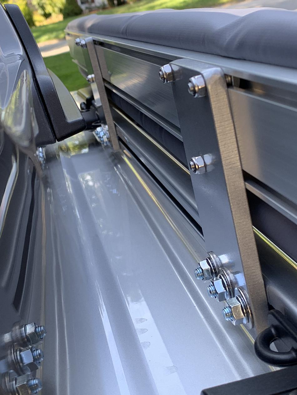 ARB type awning on factory roof rails/crossbars-img_0744-jpg