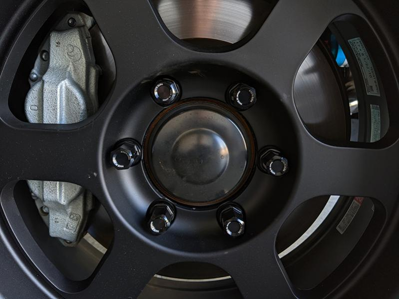 wheel hub dust caps only in the front?-pxl_20210403_002222731-jpg