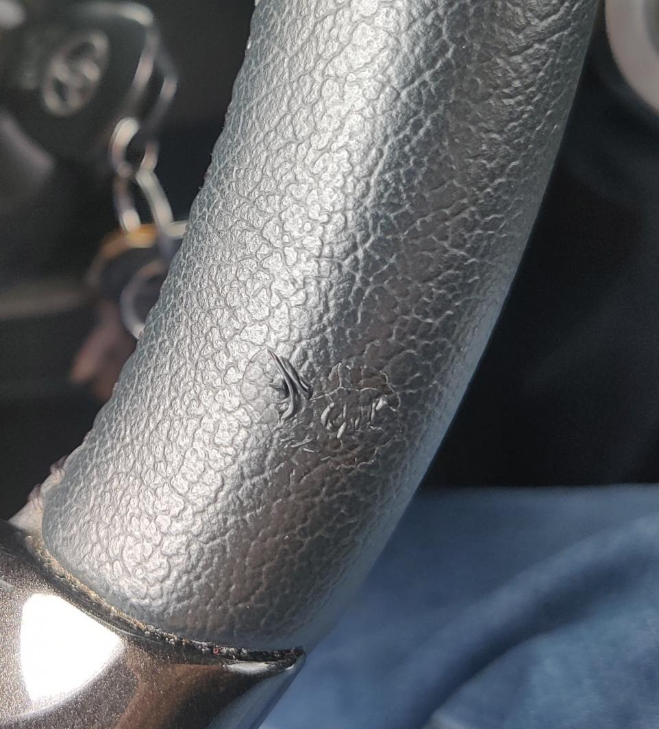 Steering Wheel Pealing?-img_20210814_104809~01-jpg