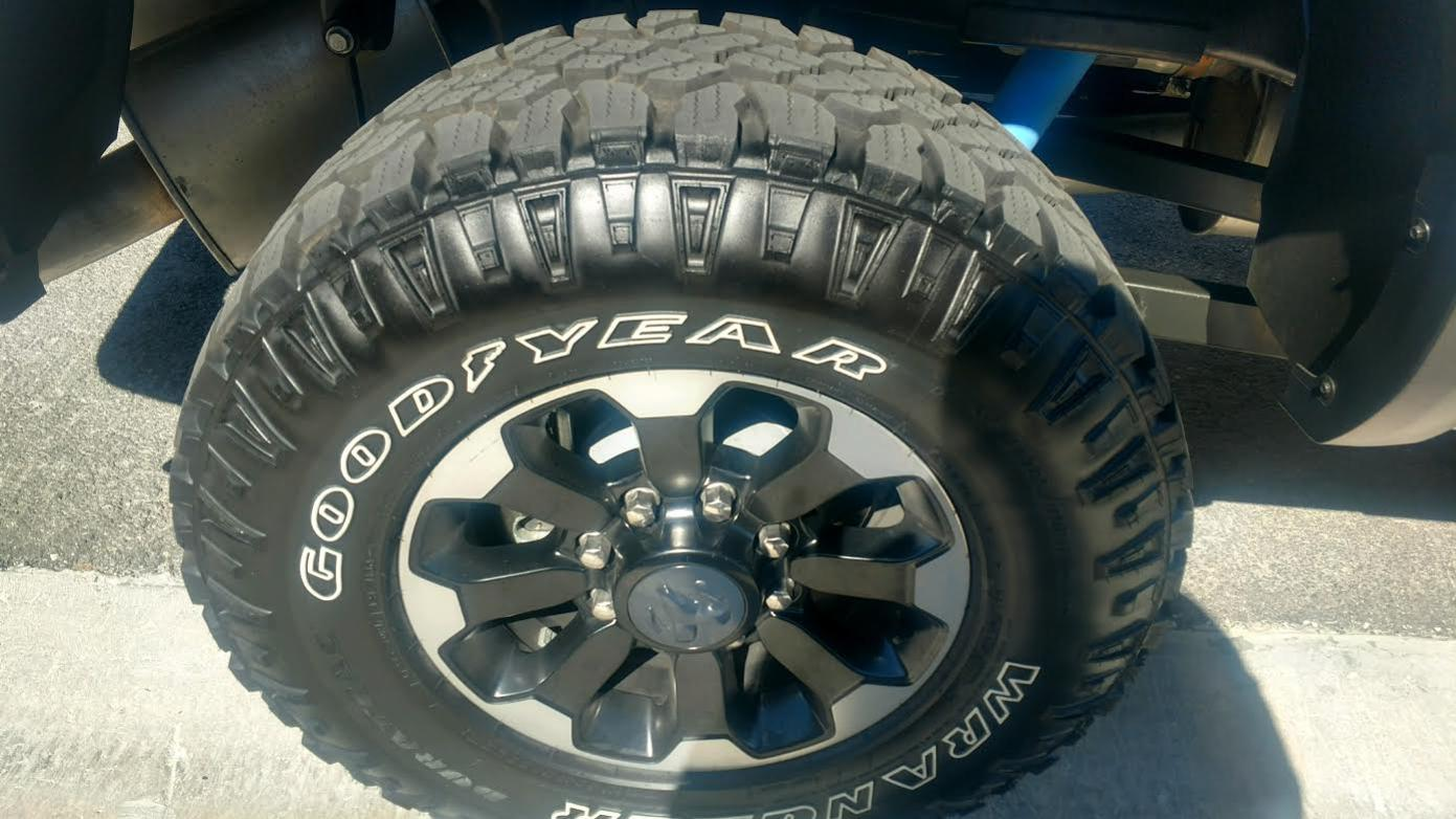 Fs Like New Set Of 5 Tires 33 Quot 285 70r17 Goodyear