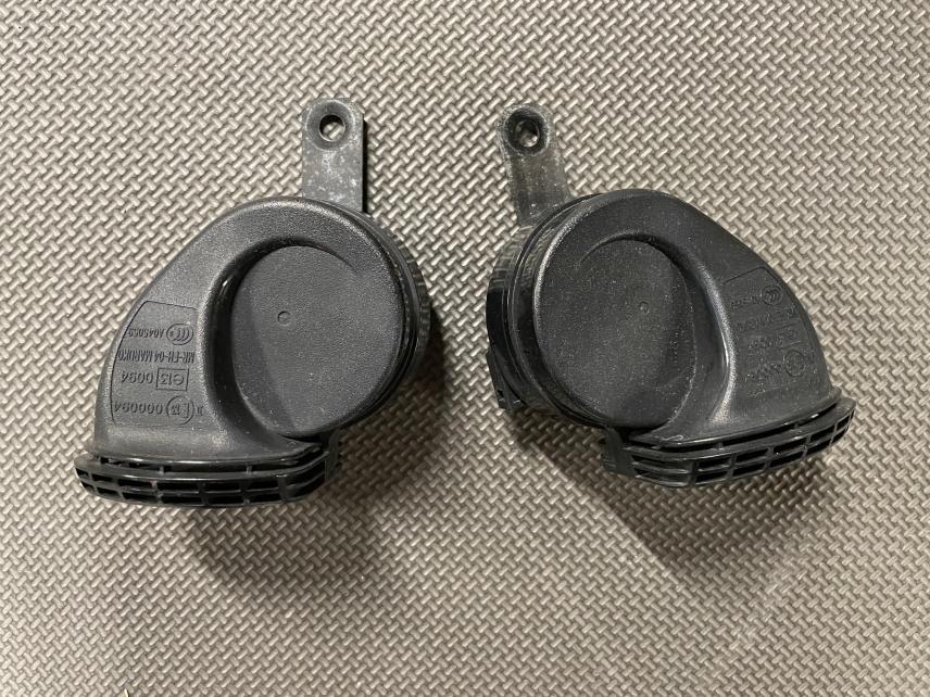 SSO 5th Gen Washer Bottle Cover & OEM Horns-img_0912-jpg